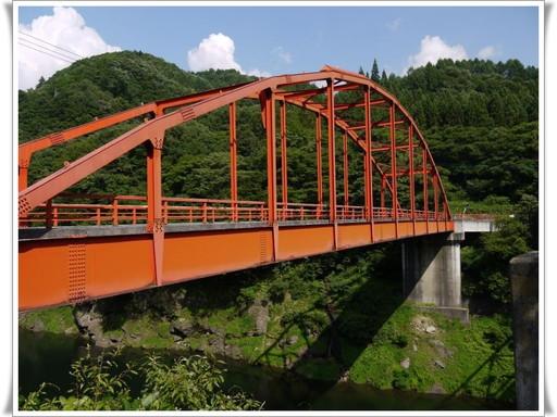 オレンジのアーチ橋.jpg