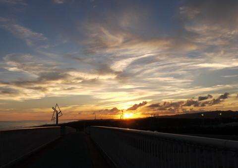 夕景の潮騒橋.jpg