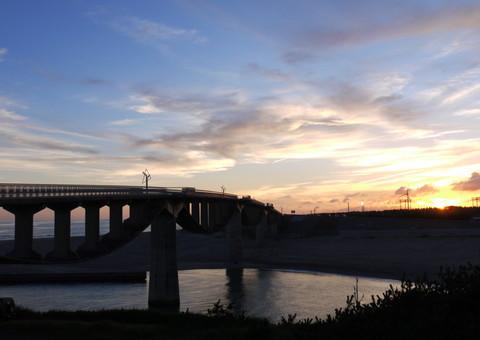 夕景の潮騒橋2.jpg