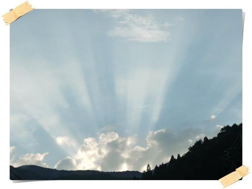 山から後光が・・・.jpg