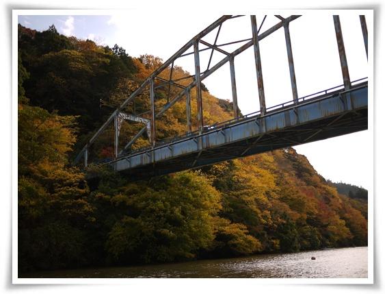 橋をくぐる.jpg